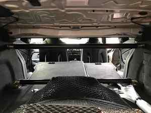 BMW M4にリアタワーバーを上下装着