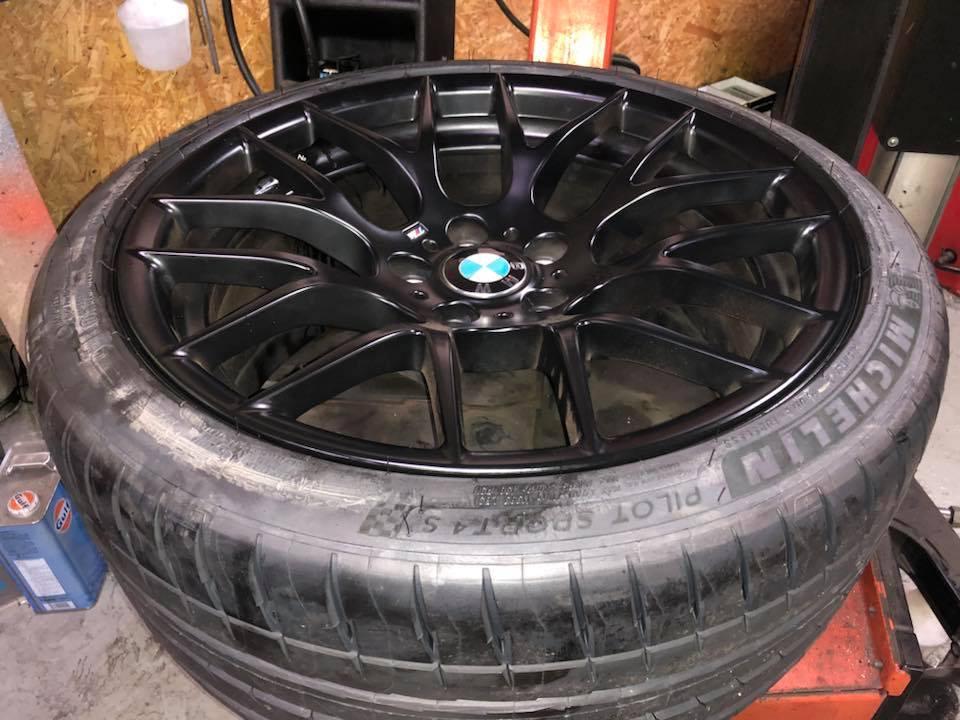 BMW E93M3にセミリジットカラー装着、 タイヤは人気のMI PS4Sに交換‼︎