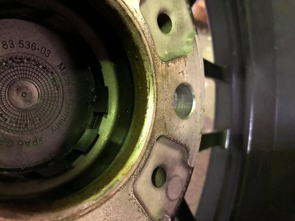 E93M3のトランクスポイラーを付け直し‼︎