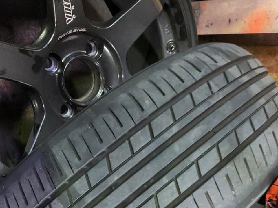 タイヤの偏摩耗のサニーカリフォルニア‼︎