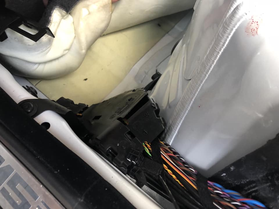 F10M5の雨漏れ修理‼︎