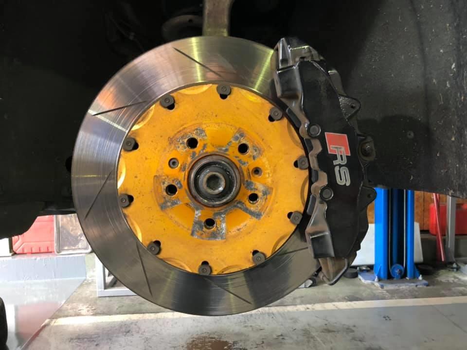 AUDI RS4 ステアリング カクカク修理!