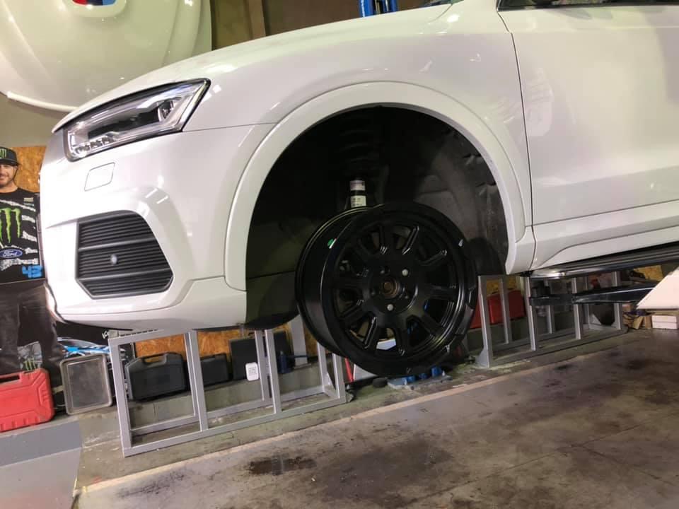 AUDI Q3にブロックタイヤ!