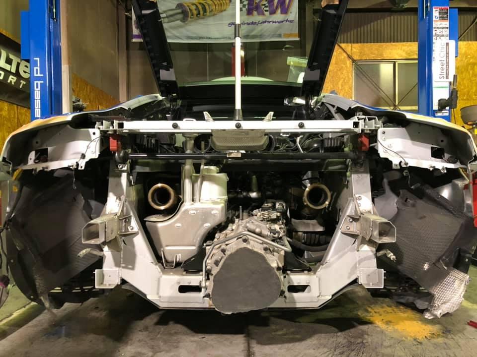 AUDI R8 マフラー交換にアライメント調整!