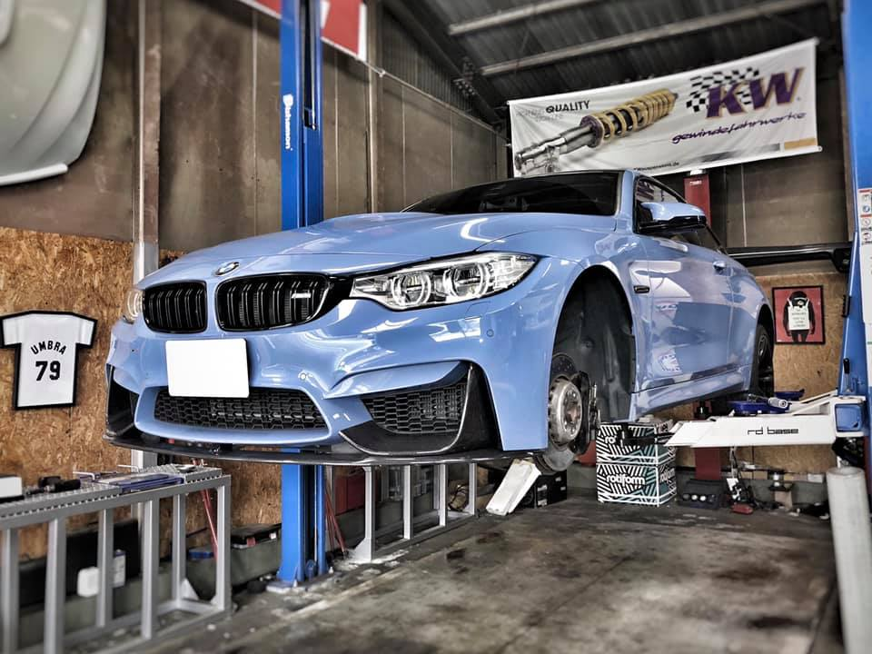 BMW M4 サイドスカート取付にタイヤ交換!