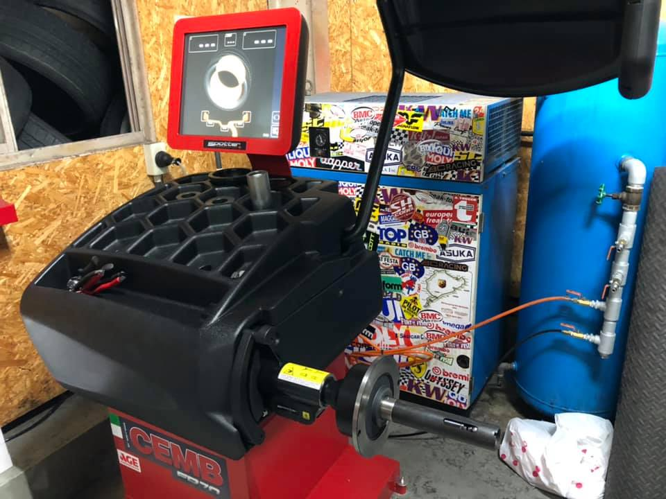GA600タイヤチェンジャーにER70ホイールバランサー導入!