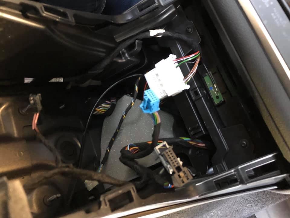 BENZ X156 GLA専用Qiワイヤレス充電機!