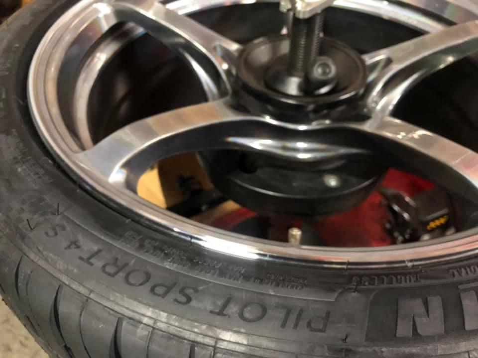 AUDI RS4  X  大人買い!