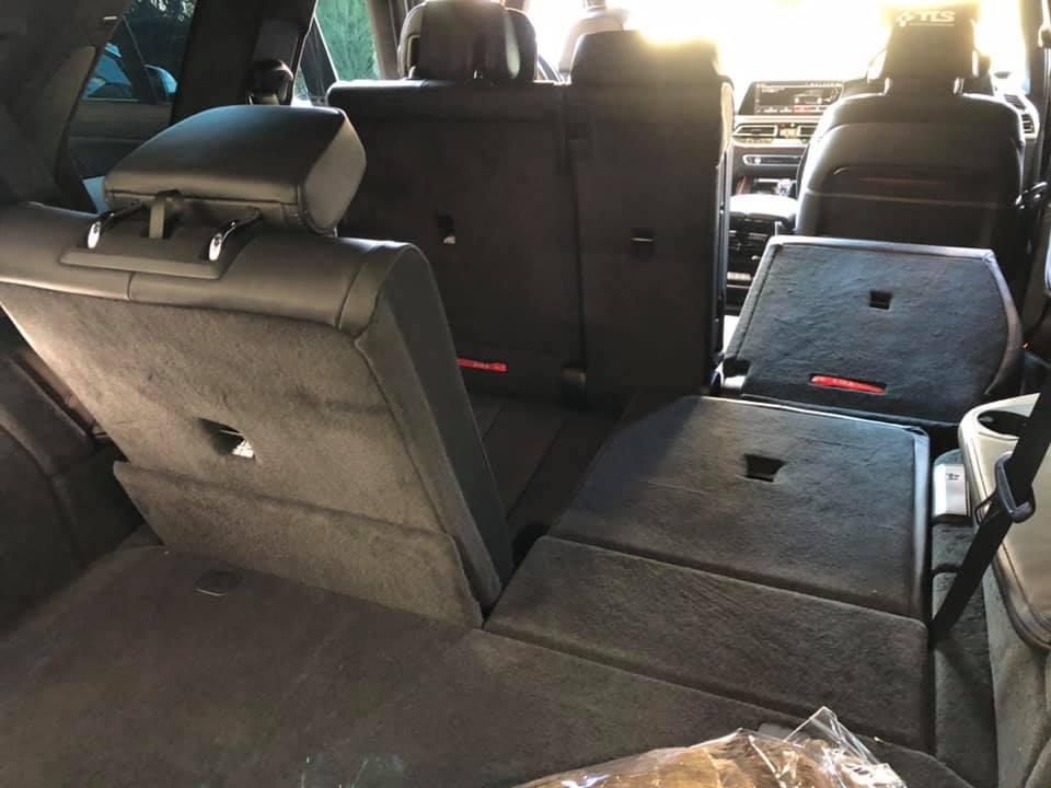 BMW X7にスタッドレスタイヤ装着!