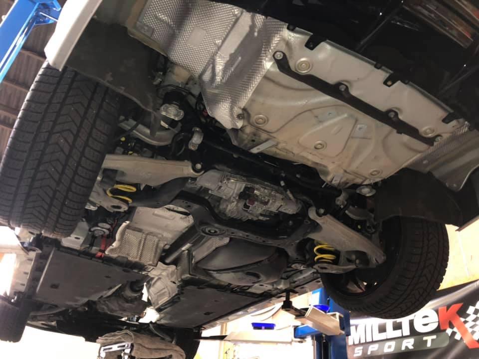 AUDI RS6 アクラポビッチ取付!