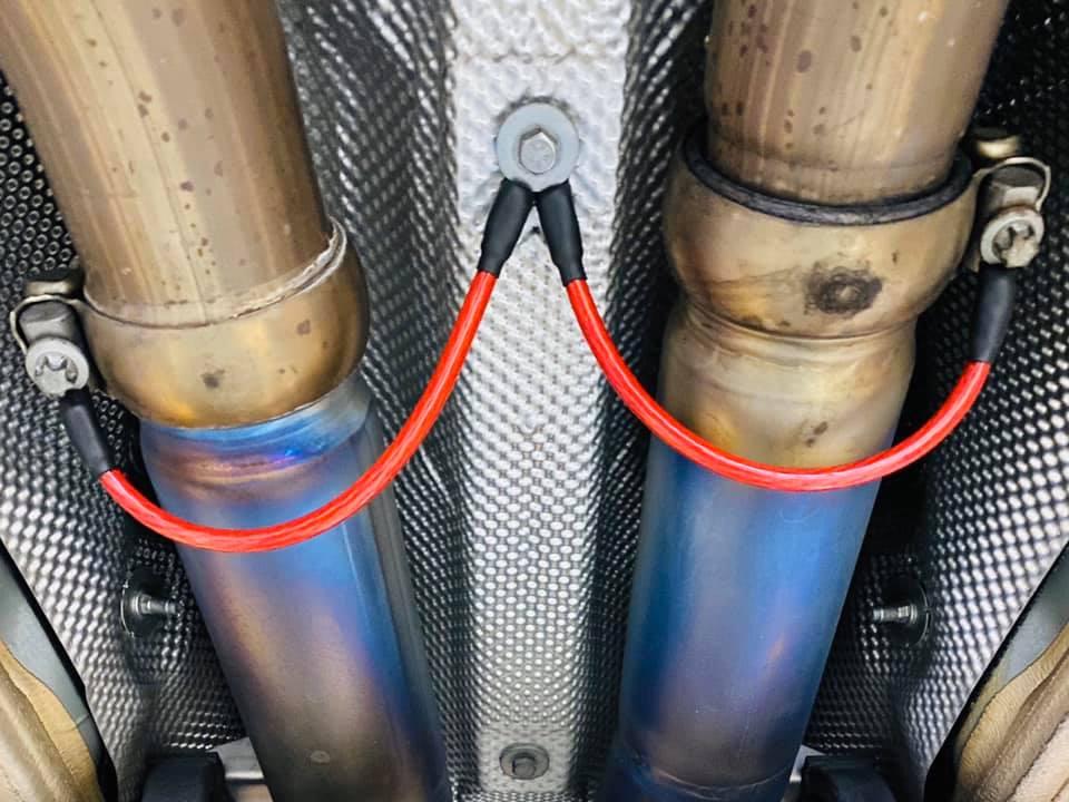 AMG GTS ブレーキパッド交換・ノイズリダクションケーブル取付・エンジンオイル交換!