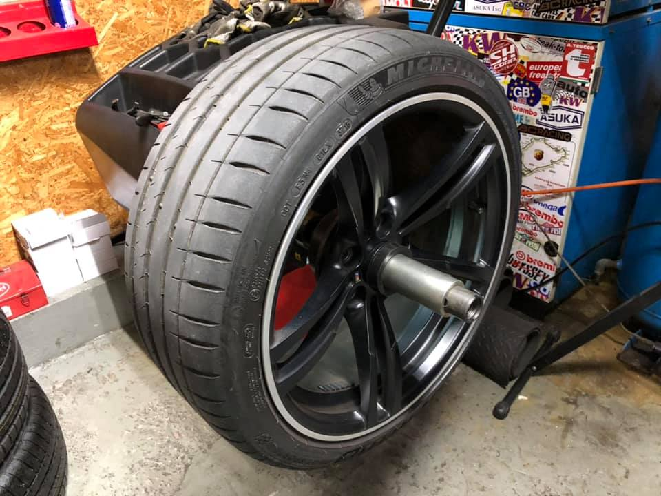 GOLF GTI  X  BMW M4!
